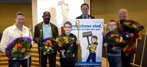09-12-2015 Leeuwarden Gemeente Leeuwarden/GL Winnaars Gouden Grijpers met wethouder Harry van der Molen ©foto: Hoge Noorden/Jaap Schaaf